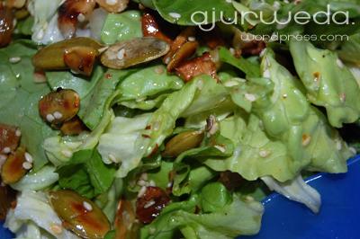 salatka z ziarnami