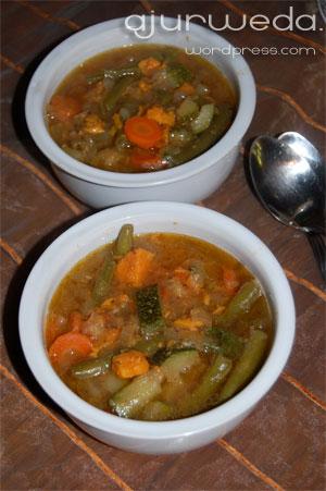 Równoważąca zupa warzywna